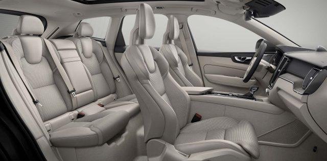 2018 Volvo XC60 - front seats